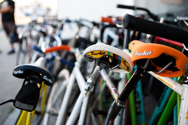 Assaduras em ciclistas, selins diferentes