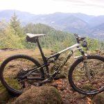 Pedalo de hardtail mas devo mudar para uma bike full suspension?