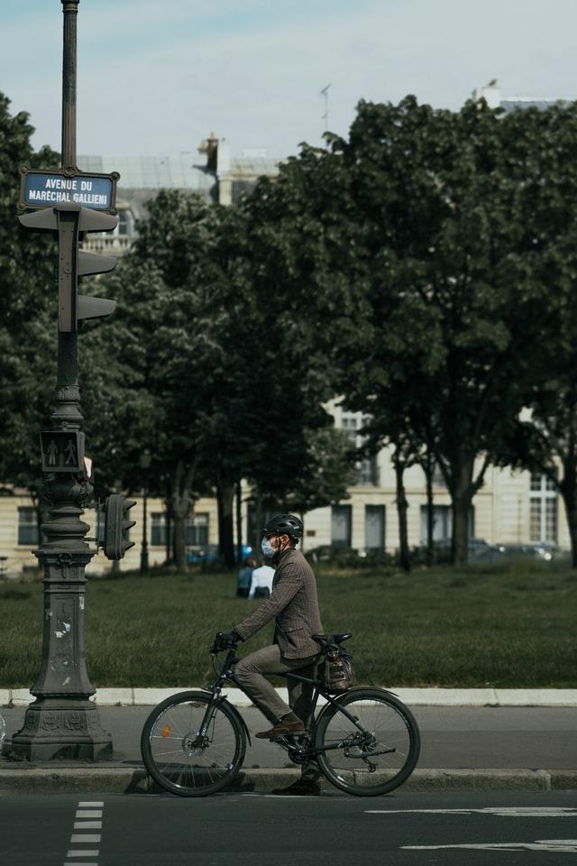 Ciclista na cidade, vantagens da bike na pandemia