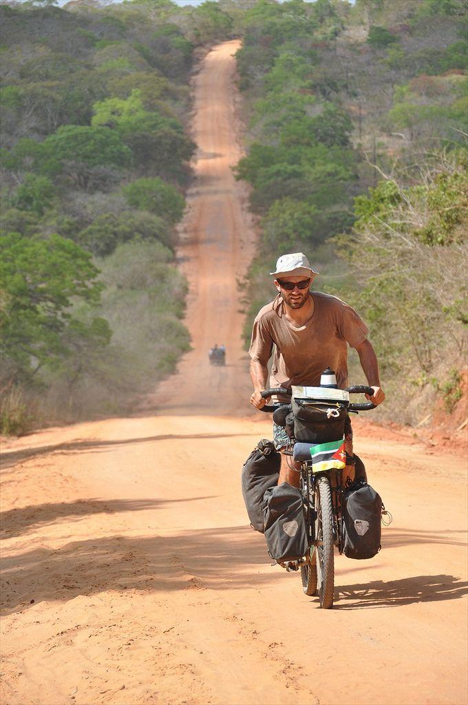 Homem faz cicloviagem