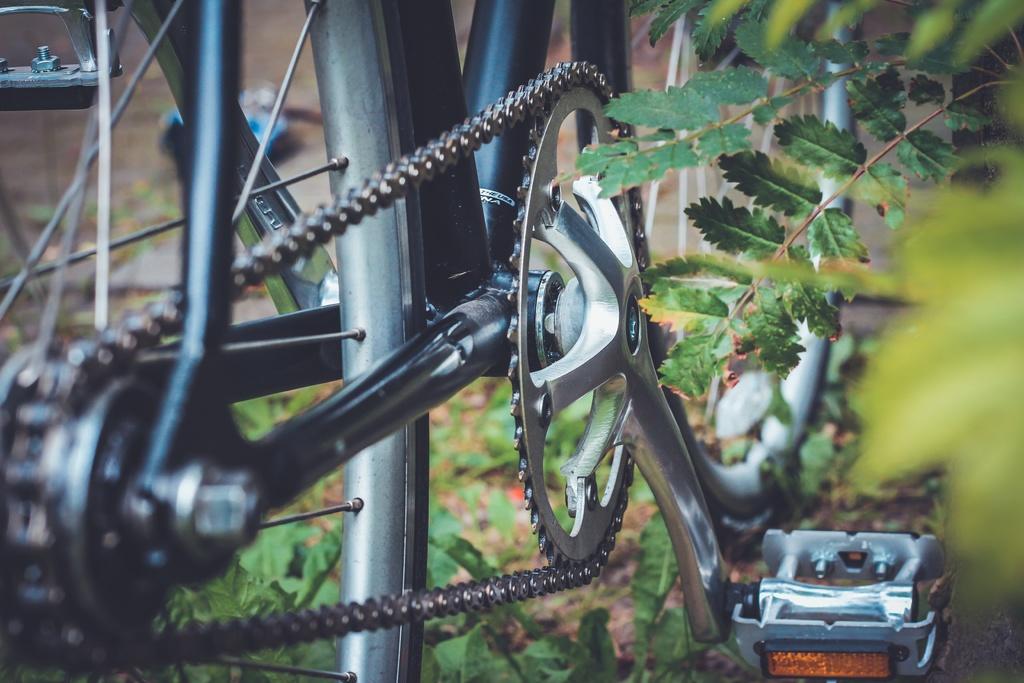 Trocar uma corrente de bicicleta em casa ou na rua