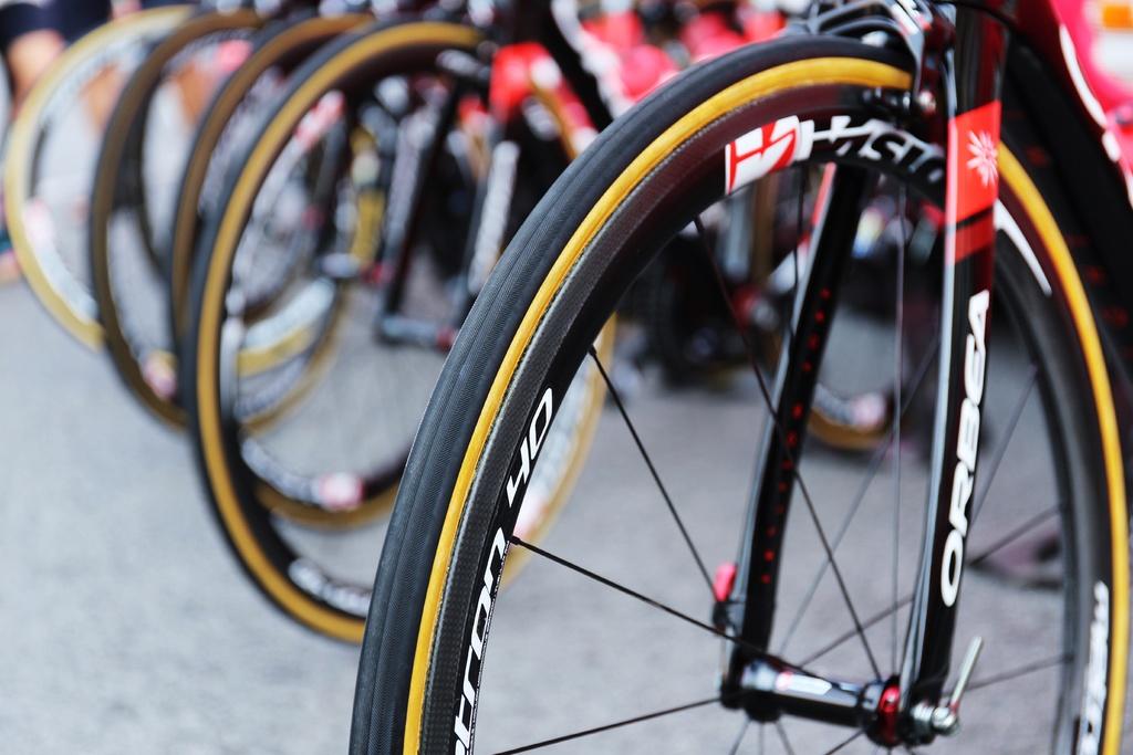 Calibrar o pneu de bicicleta, aro 700