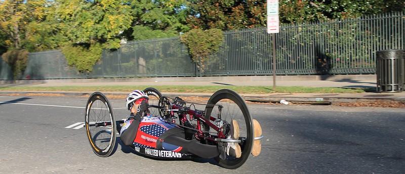 Conheça a handbike, bicicleta adaptada para cadeirantes