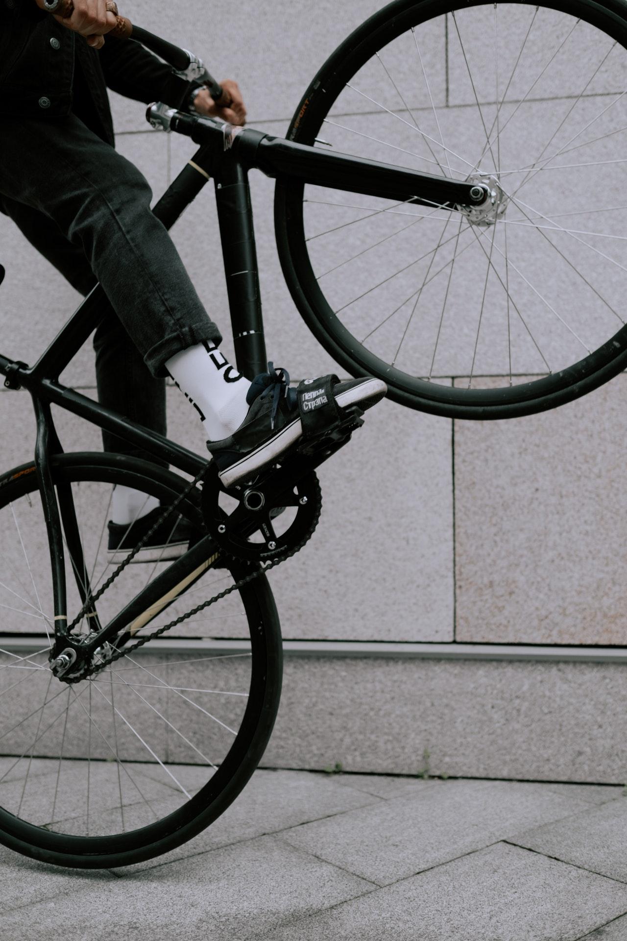 Firma pés em bike fixa