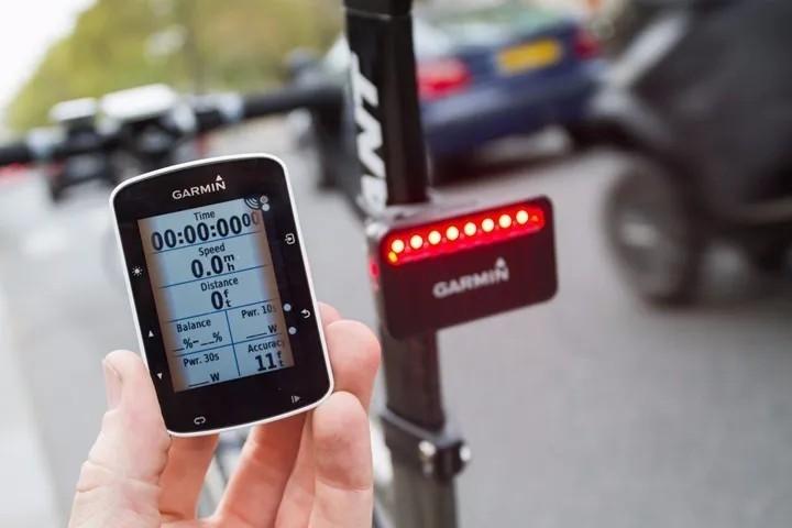Radar para bicicletas avisa sobre aproximação de carros